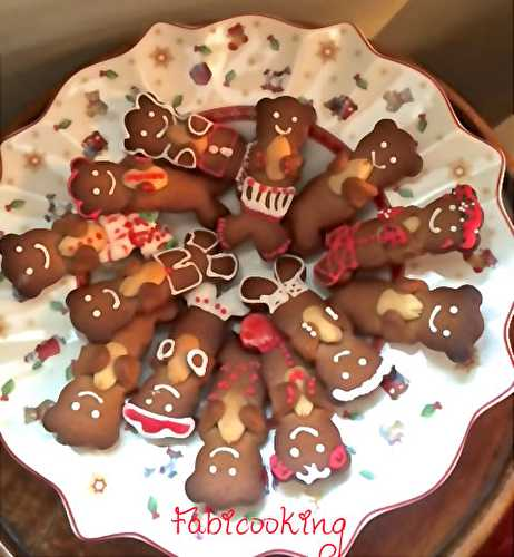 Gingerbread cookies , biscuits pain d'épices - FabiCooking