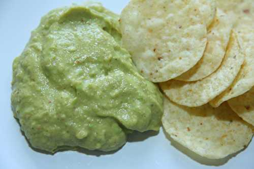 Avocado puree with yoghurt – Guacamole-style dip and spread
