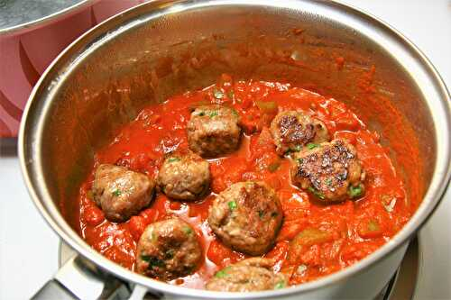 Beef meatballs with spicy sauce