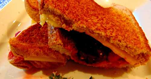 """Grilled cheese"" aux petits fruits"