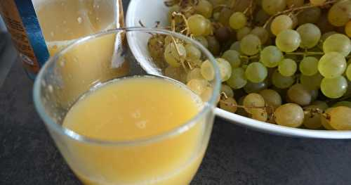 Jus de raisins blancs à l'orange